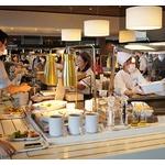 【中国人】観光客を引き連れ、無料の社員食堂で食べ放題