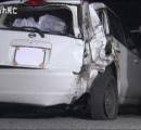 路上で給油中に後続車にはねられ男性会社員2人死亡