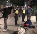 【スウェーデン】警察が中国人をホテルから追い出す  拡散動画に賛否