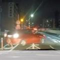【大阪】 パトカー車列を、車3台のグループが襲撃し、あっさり荷物を盗まれる