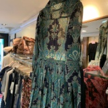 『店頭の新作プリーツドレスを製作しています。』の画像