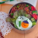 『ウズラの卵の目玉焼きで子鬼くんのキャラ弁』の画像