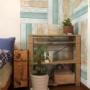 壁紙シールで簡単リフォーム!ウッド柄の市松模様の部屋