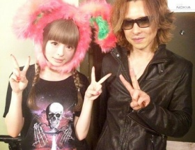 きゃりーぱみゅぱみゅ「LAライブ今終わりました!X JAPANのYOSHIKIさんがライブを見に来てくれました!」
