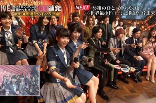 【悲報】AKBの横山総監督がジャニーズと顔がくっつく距離にwwwのサムネイル画像