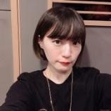 『【乃木坂46】怖すぎる・・・中田花奈、後ろから覗き見される・・・!!!!』の画像