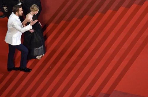 【爆笑】キムタク、着物女優をエスコートせず レッドカーペット階段「ひとり飄々と」のサムネイル画像