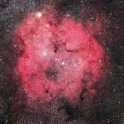 『ケフェウス座のガーネットスターとIC1396散光星雲』の画像