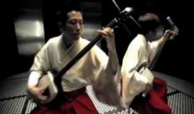 【日本の伝統楽器】  三味線による  吉田兄弟「RISING」 。   海外の反応