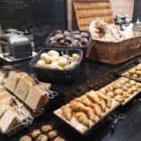 『ホテルの朝食は』の画像