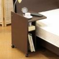 ソファサイドやベッドサイドに1台あると重宝するマル…