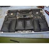 『パームレスト部分が盛り上がってしまったMacBookPro Late2013 の修理作業』の画像