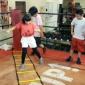 ラダートレーニング。  股関節の細かい動きを良くします。走る...