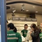 セブンイレブンがたばこの「アレちょうだい」をさせないために画期的な施策!!レジの後ろには真っ白なタバコ棚