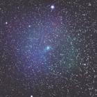 『ブルーイオンに包まれたパンスターズ彗星 (C/2016 R2)』の画像