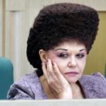 【ロシア】上院議員のあまりに奇妙な髪型に豪記者が「おもロシア」と投稿!話題に [海外]
