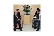 【朝鮮日報】「日本はわざと洪準杓氏を安倍首相より低いいすに座らせた」