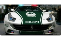 ドバイ警察、フェラーリ社の「FF」をパトカーに採用