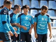 【 画像/動画 】テネリフェ柴崎岳、すっかりチームに溶け込む!練習中も笑顔が絶えず!
