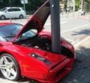 韓国で1億円以上のエンツォ フェラーリが事故る、綺麗に裂けすぎだろ(笑)