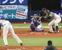 「送る藤浪」が阪神の大量点を演出だ 初白星を目指す右腕が3度犠打成功