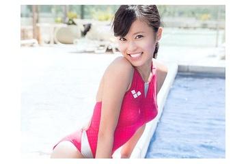 小島瑠璃子の水着からうつるおっぱいの形と乳首