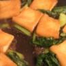 汁気をダブルブロック!「お揚げと小松菜の卵とじ丼」「にんじんとツナのレンジ炒め」の2品弁当