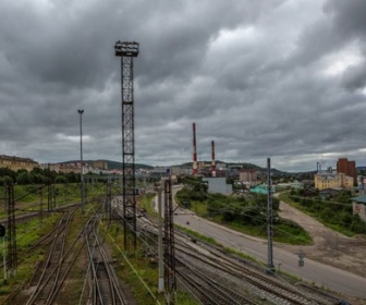 【ロシア】鉄道車両の上でセルフィー(自撮り)をしようとした少年が死亡 電圧27.5 kVの架線設備の下で致命傷 ウラジオストク