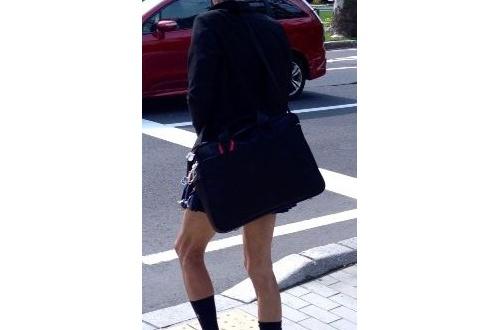 児童から、「ミニスカートを履いたおじさんが、パンツを履いていない」という通報のサムネイル画像