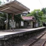 【俺の後ろに立つな…】駅のホームで電車待ってるとき、めっちゃ背後警戒する奴www