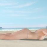 『超大胆水着のヒトミ 海岸でくつろぐ【DOAXVV】』の画像