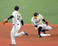 【阪神】山本が手痛いエラー 併殺のはずが…二塁へのトス乱れる
