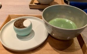 お茶と健康的な料理を楽しむカフェ