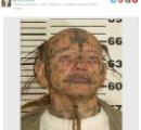 「幼児にイタズラ書きされたかのようなタトゥー顔」の犯罪常習者、米国の警察がマグショット公開(写真あり)