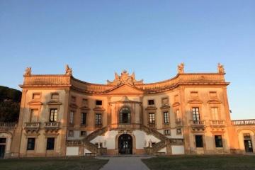 シチリアで貴族の館に泊まる(ヴィラ・ヴァルグァルネーラ)