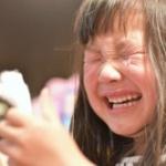 【驚愕】新幹線で子供が泣き出したら隣の乗客が耳栓をした。それを見た母親の心境がこちらwwwwwwwww