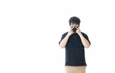 『大きすぎるマスクを簡単に自分サイズに!!』の画像