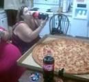 【画像】アメリカのピザのLサイズww