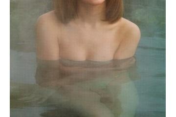 小松彩夏のお風呂で乳首見えてる?