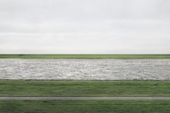 史上最高額(430万ドル)で落札された写真がただの河川敷の写真な件。誰か解説頼む