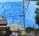 【画像】「崩れそう…」住宅街に高さ20メートルの崖が出現、大津市が不動産業者に措置命令