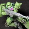 【ガンプラ】HG ザクII C型/C-5型を組んだ感想とレビュー!成型色の緑色が濃ゆいけど武器類が豊富で満足度の高いキットになっています!