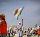 【画像】東日本大震災から4年、ガザ地区の子どもたちがたこ揚げで東日本大震災を追悼