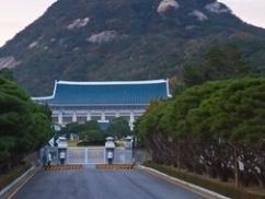 韓国政府「我が国の大統領の発言中に記者を退出させるとはどういうつもりだ!」⇒ 日本「韓国の持ち時間は1分だっただろ。約束守れ」