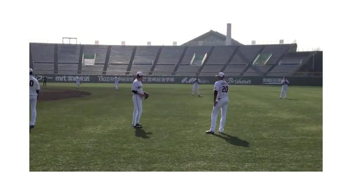 【動画あり】巨人•菅野のキャッチボールを真横で見学するサンチェスw