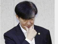ムン大統領、逮捕されそうwwwww 韓国検察が本気を出した結果wwwww