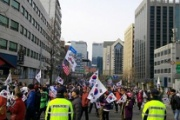 韓国はデモが多過ぎる!静かなデモを訴えるデモで大統領府の近隣住民が抗議