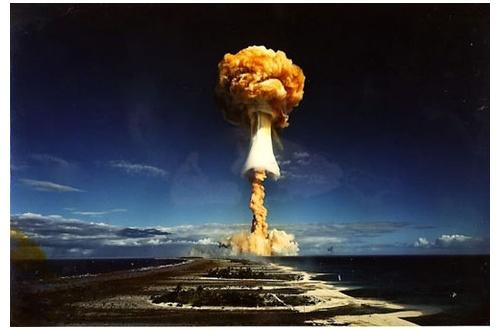 インド人「今の日本って東京に核爆弾落とせば機能不全で終わりだろ?」のサムネイル画像