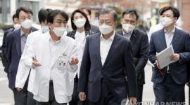 韓国メディア「文在寅の訪中、新型肺炎完治者と抱擁する絶好の機会だ」