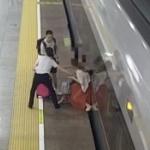 【動画】中国、高速鉄道で終電に乗り遅れた女乗客、改札を強行突破、さらに発車妨害 [海外]